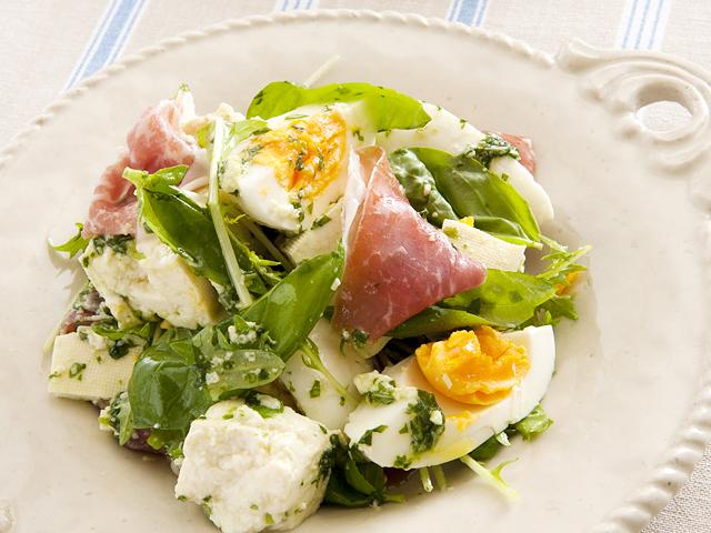 豆腐と生ハムのバジル風味サラダ