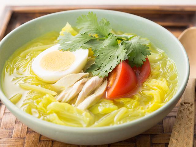 ソト・アヤム(インドネシア風春雨スープ)
